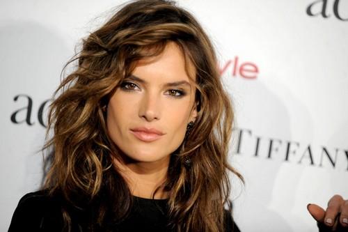 Model Alessandra Ambrosio Hair